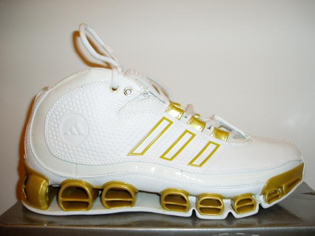 新款运动鞋图片