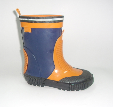 生产各种女式橡胶雨鞋